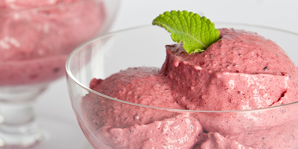 Helado de berries con Queso Philadelphia y menta